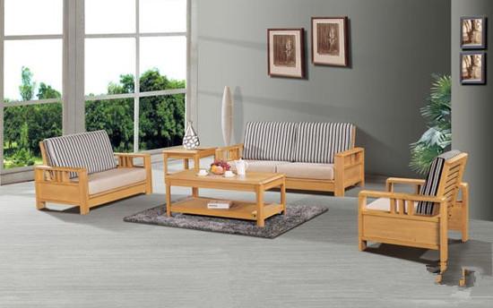 经过重庆兴叶套装门的详细分析,发现在有有些家具中却存在着木结的情况。不了解的人会认为这是实木家具厂出现的质量问题,实则却是这类家具的切切实实存在的一种缺陷,其实这是属于木材自然生长中的正常现象。 实木家具的木结会有死结和活结之分,其中活结就是指它和周围结构具有完整的纹理连接,但没有形成断裂,也没有髓心结构;而死结就是和周围结构发生了环形,或者是半环形的分离,它在干燥以后就容易收缩漏空.